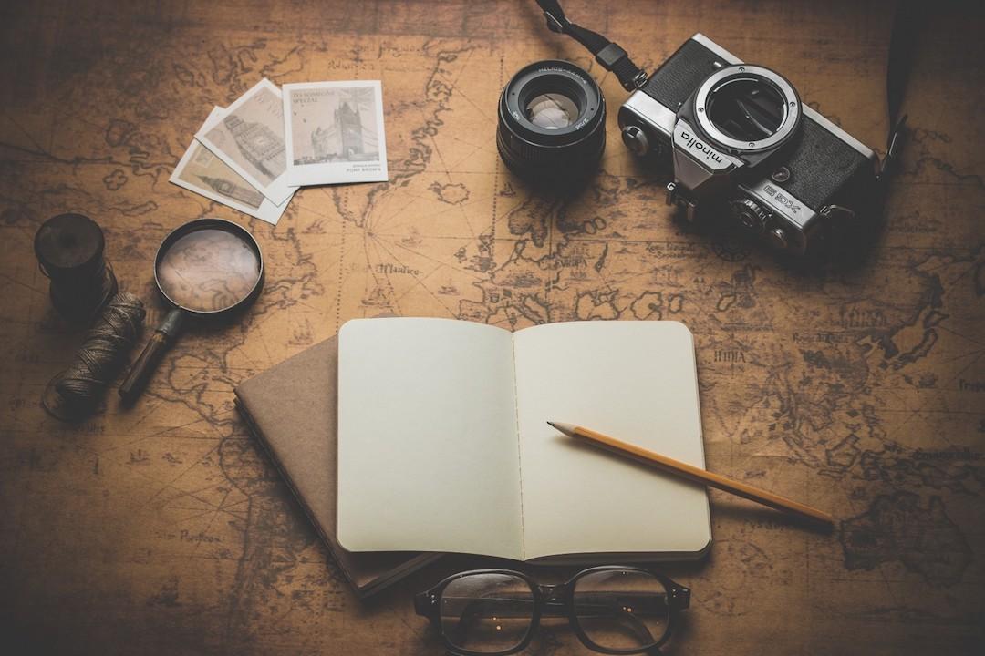 Camera-journal-map