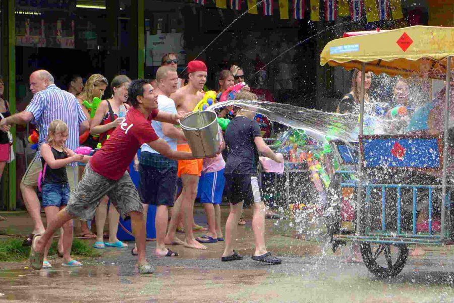 throw water songkran