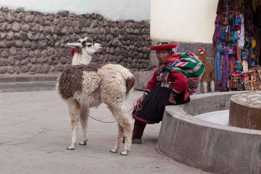 cusco peru woman sitting