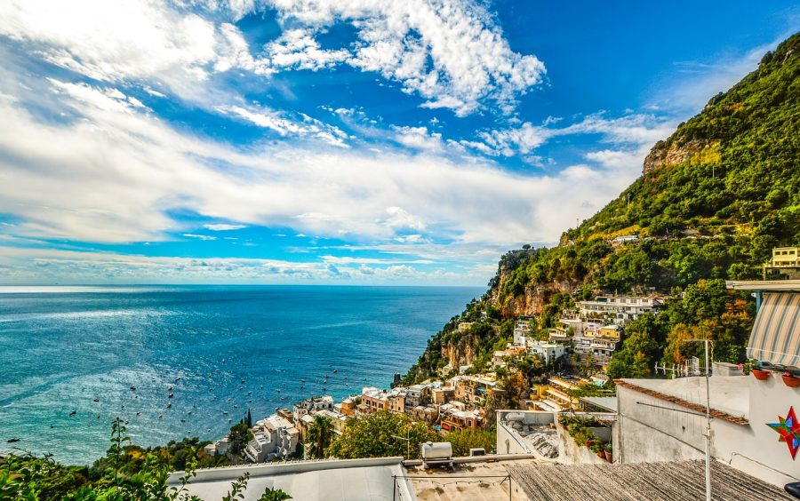 amalfi coast vs santorini
