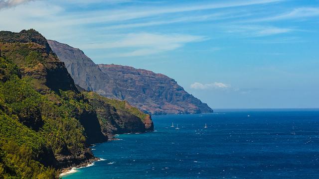 a stunning shot of the Na Pali Coast