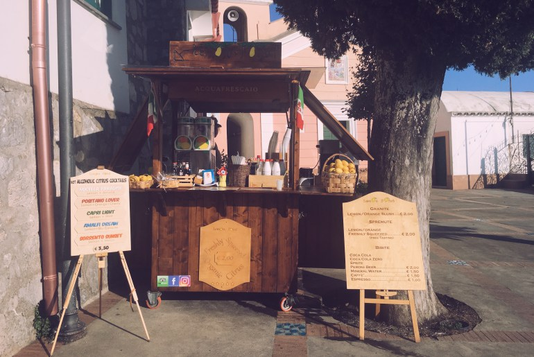 An organic lemonade stand in Nocelle, Positano