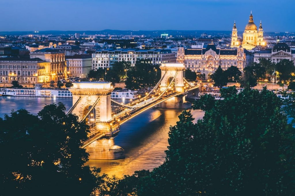 An arial shot of Budabest at night