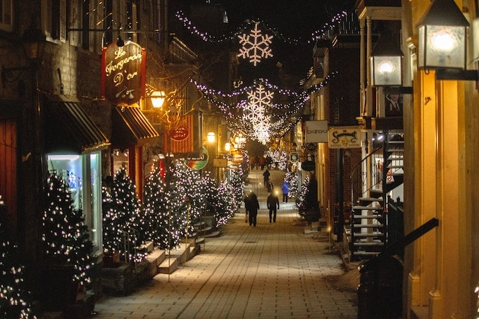 A street in Quebec with christmas decorations up