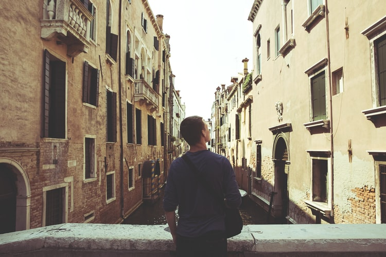 male-tourist-enjoying-the-view-in-Venice