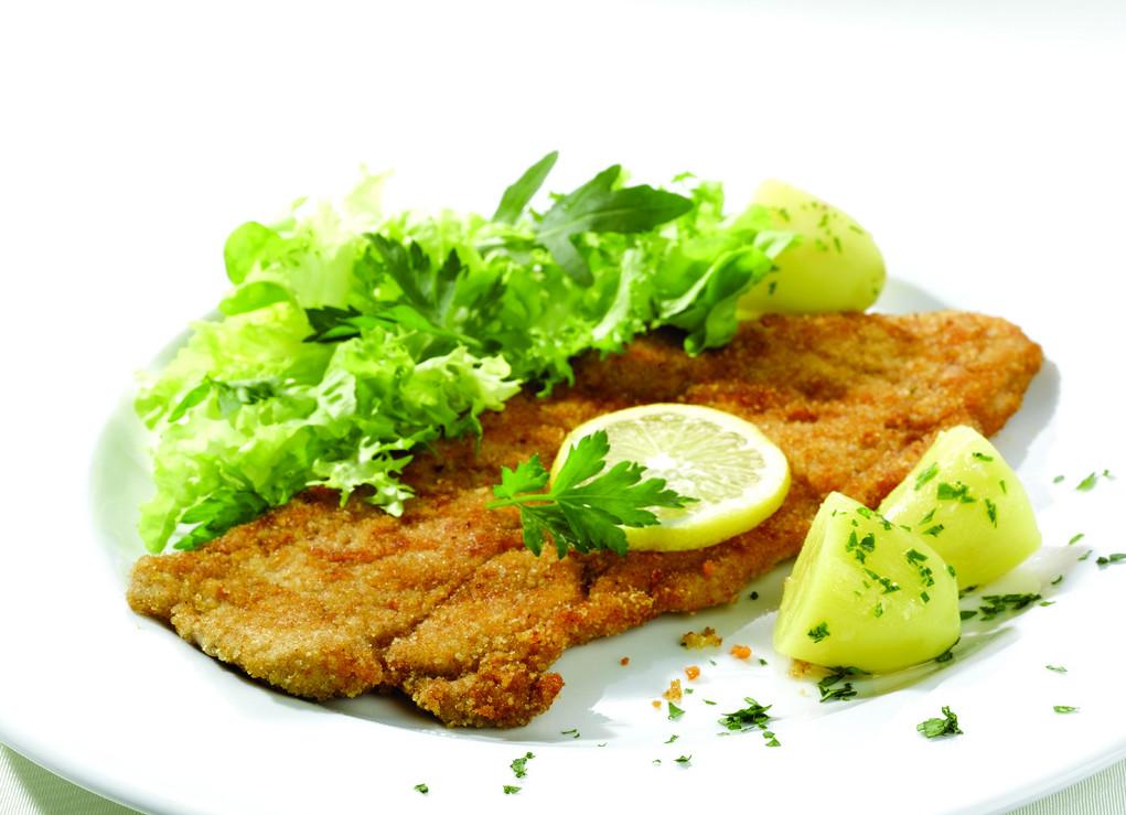 Wiener schnitzel-potatoes-lemon-salad-parsley