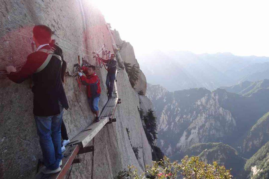 Mt-Huashan-Plank-Walk